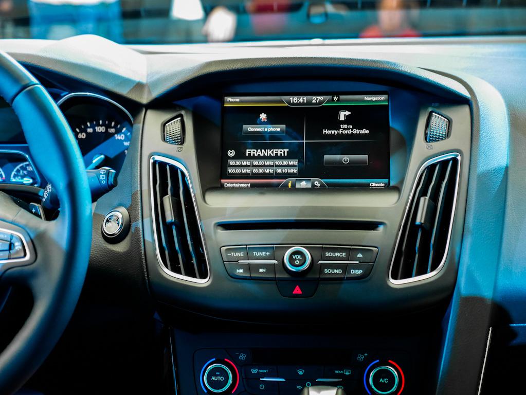 la nouvelle ford focus une voiture ultra connect e images et vid os autoday. Black Bedroom Furniture Sets. Home Design Ideas
